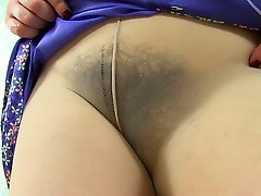 English cougar Clara lets her tights hug her hairy cunny