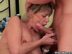 Mom needs no strings attached romp