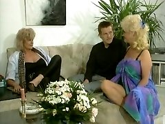 Big tited blond brings her clitoris to life