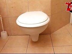 Mature toilet slut - Valery (46)