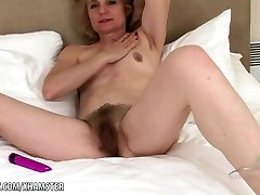 Isabella toys her hairy mature cootchie