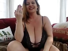 Mature plumper play solo on cam