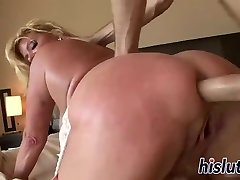 Slutty mature wench has her cunny boned