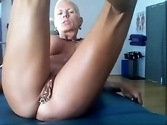 Bysty MILF Heather with 15 piercing rings in her puss Super-steamy