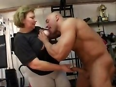 fat granny does buttfuck in the gym