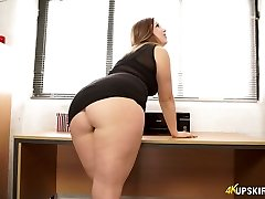 Nasty mommy with good whooty Anna Joy flashes her butt-cheeks