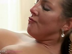 Mommy MILF can't get enough of his chisel