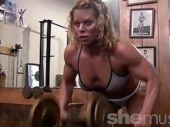 Super-sexy Mature Gym Rat