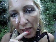 自分たちの突き刺した金髪のママが顔面外