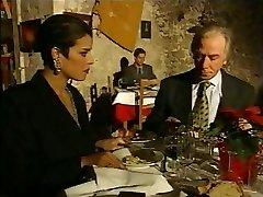 優雅なイタリアの熟不正な行為が発覚した場合の夫はレストラン