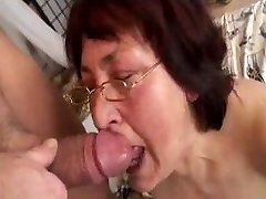 Hairy grannie in glasses boned by boy