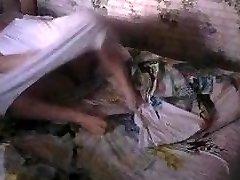 恐竜の成熟ママmasturbateにベッドは-3です! 隠れたカムです!