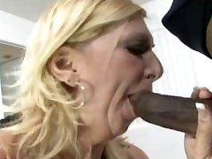 セクシーママ69金髪肛門ママとbbc