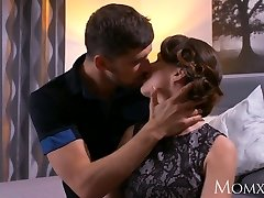 Mother Mature Housewife in pantyhose squirting after blowjob