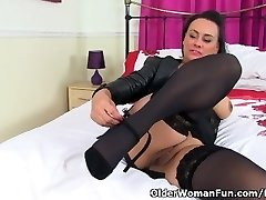 English milf Eva May dildos her smooth-shaven fanny