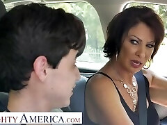 Kinky America Vanessa Videl teaches Juan how to take care of a lady