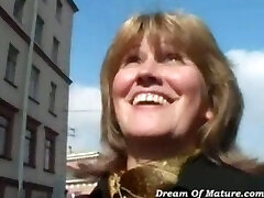 Old mom fucked by stranger
