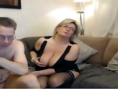 Mature mom have a webcam hump with big perfect tits