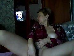 Hot Russian mature mom Elena have fun on skype