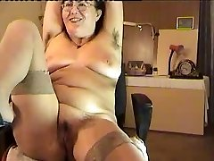 hairy mature damsel show on cam