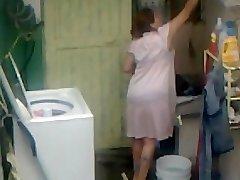 Spying Aunty Arse Washing ... Big Butt Chubby Plumper Mom
