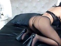 Milf tease in pantyhose and heels