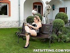 Kristy delivers sensation to her slave with facesitting