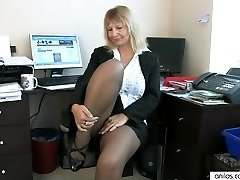 Secretary Housewife Fingering Her Mature Pussy