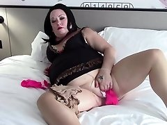 BBW Stuffs Pussy With Pantyhose & Socks