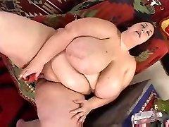 chubby girl dildoing