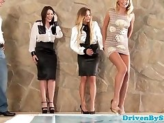 Glamour babe analized during four way session