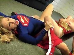 Wonder Female vs Super Girl