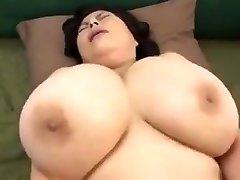 japán érett, hatalmas mellei