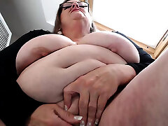 Plumper Granny Linda masturbation with beads