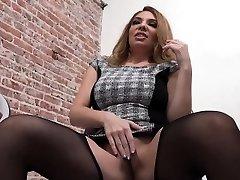Slut milks gloryhole penis