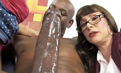 Casey Cumz Witnesses Her Mother Gets Creampied By A BBC