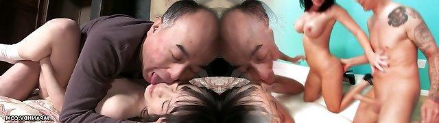 Mädchen, küssen die japanische Zwei sich Sex auf