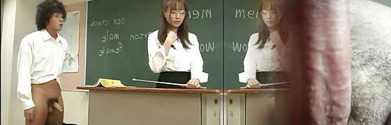 Die vollbusige asiatische Lehrerin Rei Haruka wird von College-Studenten in Gang gesetzt