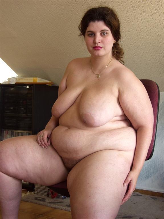 Chubby Boob Flash - BBW wife flashing her heavy tits set