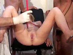 Enema SceneCinq doigts dans le cul d&039;une patiente telsev