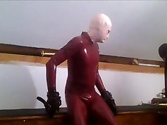 Rubtoy, in latex enjoying a session on the rack