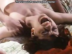 Kelly Nichols, John Leslie in John Leslie eats a sassy