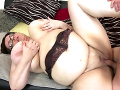 BIG china xxxxvideo mom suck and fuck young lucky boy