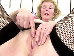 Kinky slag arse anal with old pierced thirsty vagina