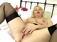 Mature sexy mom with big tits and hungry cunt