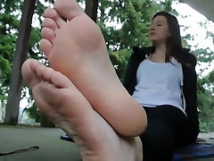 Teen showing her soft arabic beuty xxx end soles