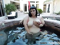 Sexy bunda linda sprayed Babe on Vacation Fucks in Jacuzzi