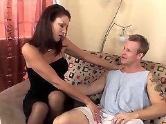 Sexy espanol mature anal latina in stockings fucks a runner TOP MATURE