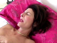Mature slim granny with beautiful bedroom xxx pussy