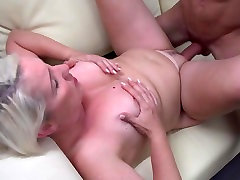 Amateur so satisfying mom suck and fuck young cock